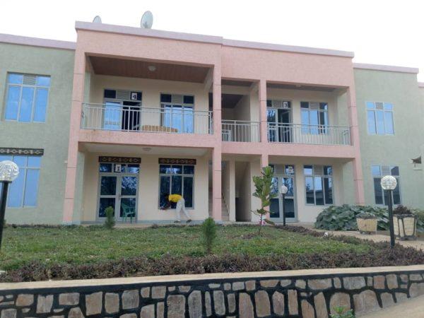 Apartement ziri Kicukiro, Kagarama, ibyumba 3 na salon birimo ibintu byose, zikodeshwa 750,000frw (Negotiable)