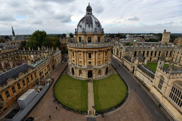 The Weidenfeld-Hoffmann Scholarships and Leadership Programme at Oxford University(Deadline: 10 January 2020)