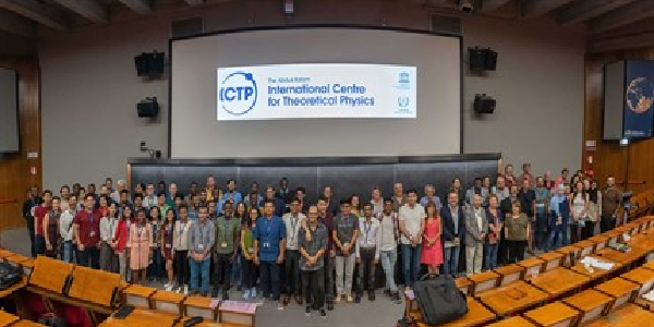 ICTP Postgraduate Diploma Scholarship Programme 2020/2021 for young physicists and mathematicians from developing countries. Deadline : 29 February 2020.