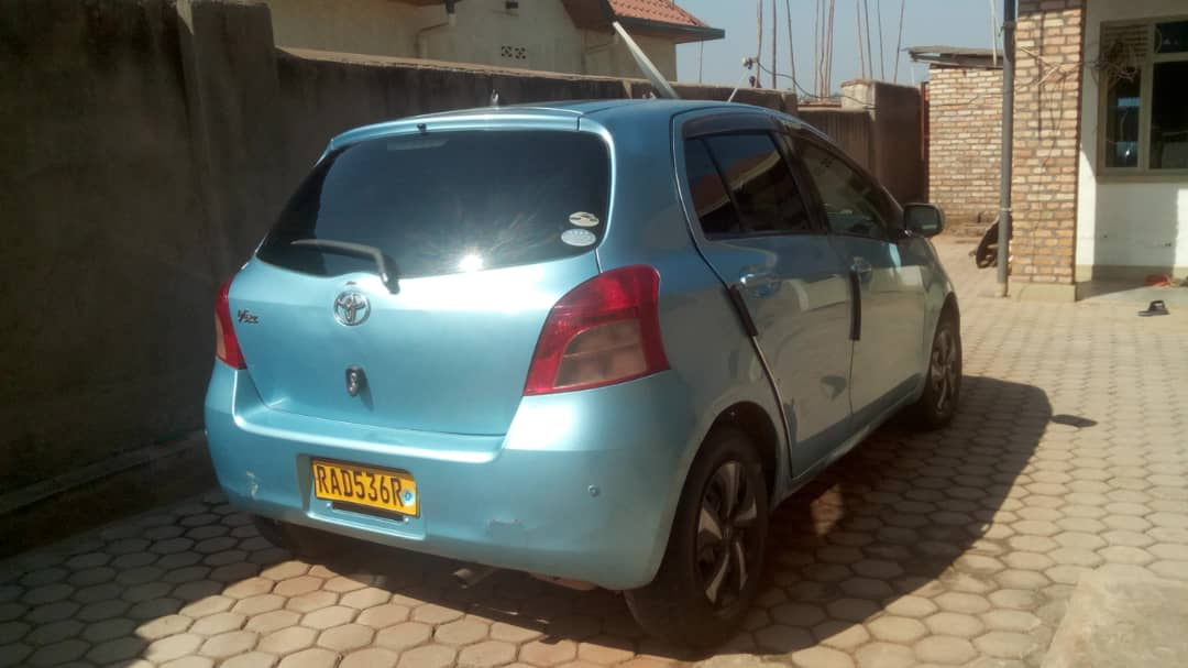 Toyota vitz for Sale;  Price : 4,500,000frw