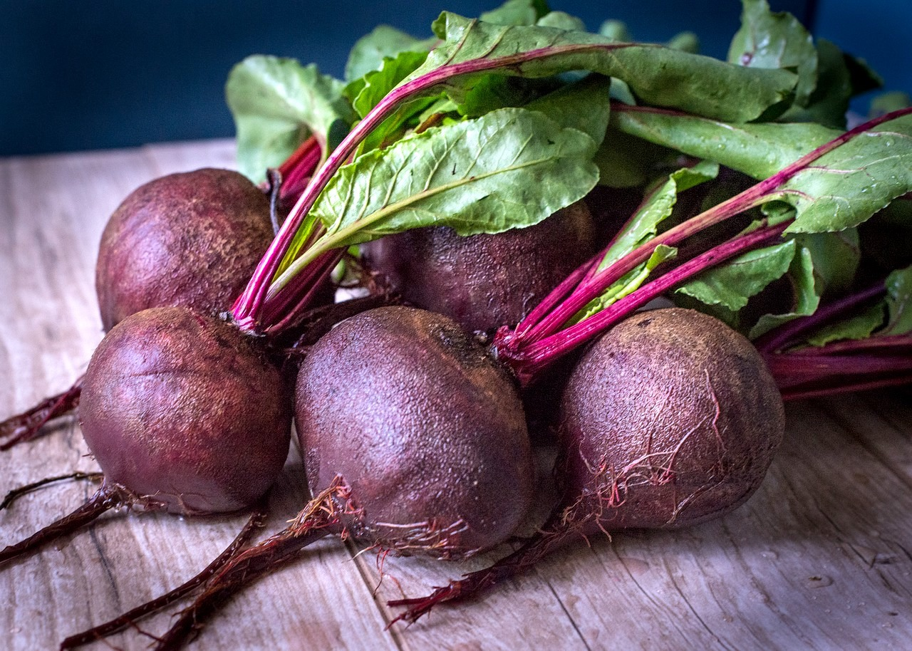 Betterave/Beets Quantity: Umufungo Price: 700 Rwf / Umufungo Delivery Fees: 1000 Rwf