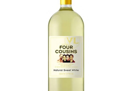 Four Cousins Natural Sweet 75 Cl Red,  White Price : 12,000frw Free Delivery