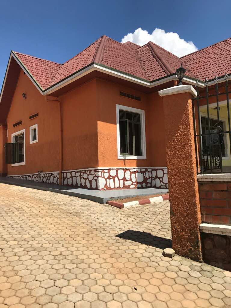 cyamunara y'inzu iri mu kibanza gifite UPI 2/03/03/02/2633 giherereye Nyaruguru/Kibeho: ( Deadline: 05 October 2020 )