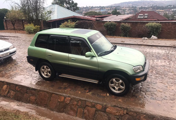 Toyota Rav 4 For Sale ; Price : 4,000,000Frw