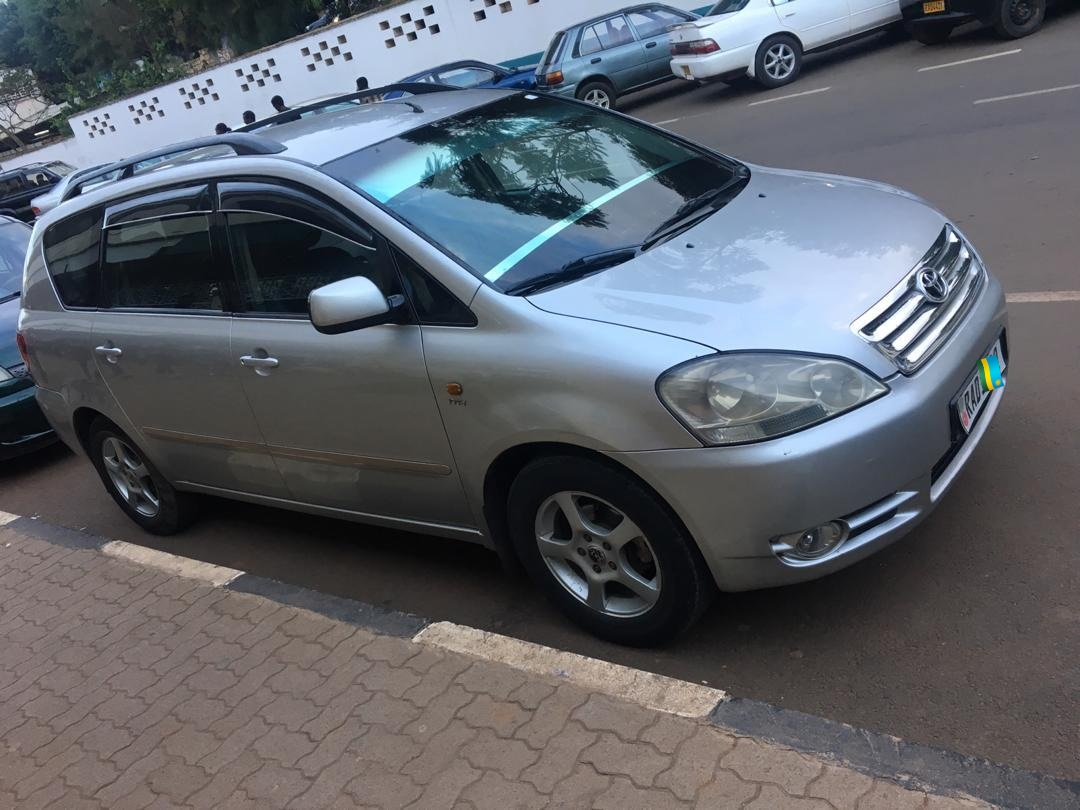 Car for Sale, AVENSIS VERSO, Year: 2001, Price; 7, 000,000Frw
