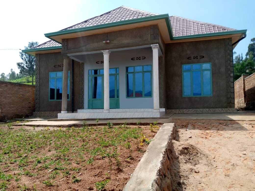 House For Sale, Location; Kabuga kumafarashi, Price: 33, 000, 000Frw