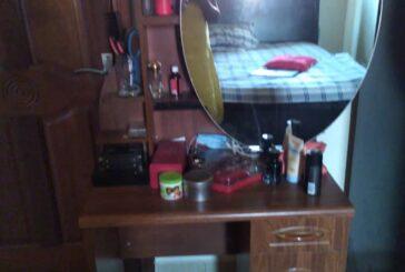 Makeup Mirror, Price: 300,000Frw; Contact : +250 787 924 088